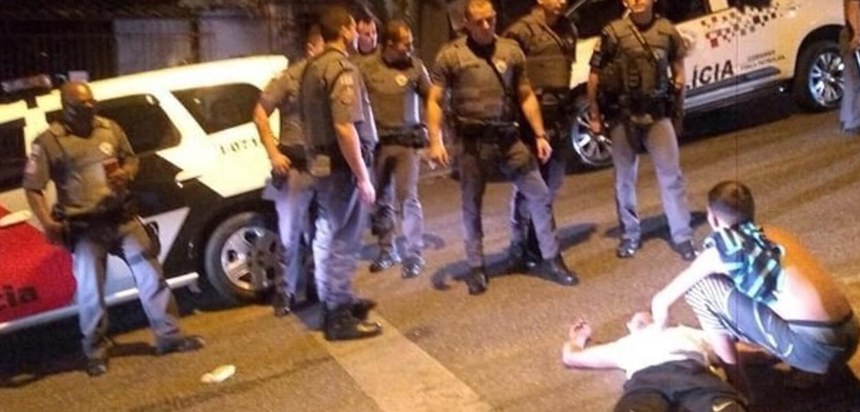 Homem agredido pela Polícia Militar