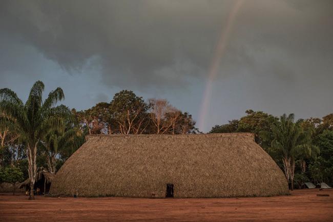 Arco-íris sobre a casa coletiva Ypeng