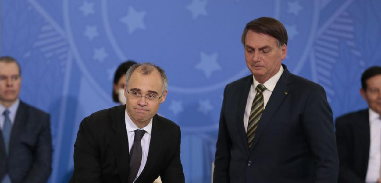 Ministro da Justiça, André Mendonça, e Jair Bolsonaro