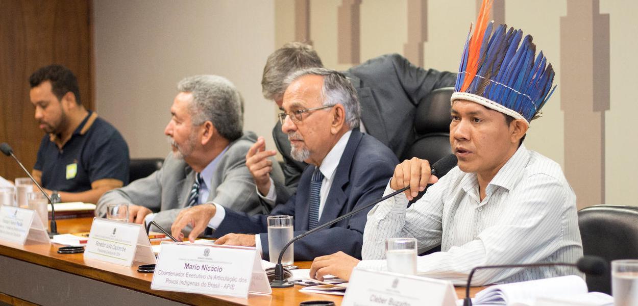 Mario Nicácio Wapichana, vice-coordenador da Coiab, particpa de uma audiência com deputados