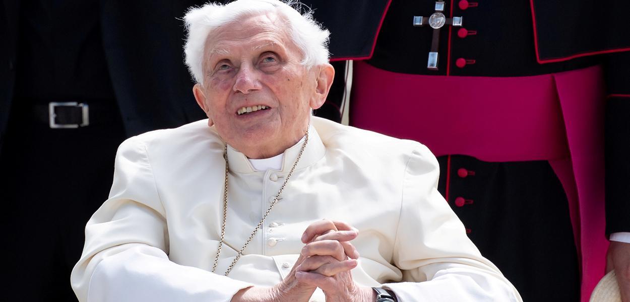 Papa emérito Bento 16 no aeroporto de Munique antes de partir para Roma 22/06/2020