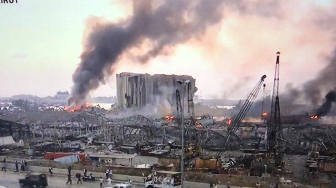 Grande explosão na zona portuária de Beirute, no Líbano