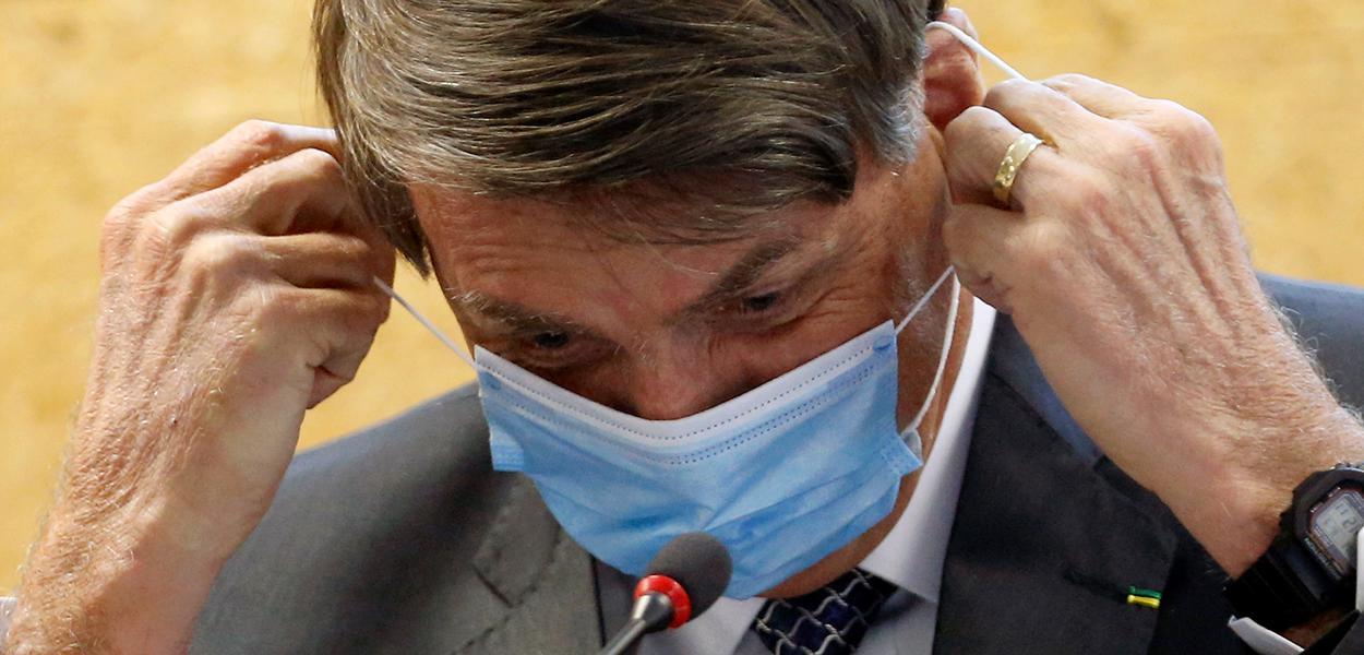 """Bolsonaro critica vacina contra Covid """"que um governador resolveu acertar com outro país"""""""