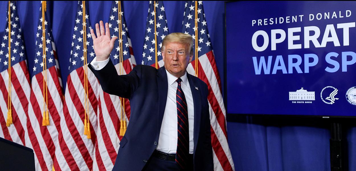 Presidente dos EUA, Donald Trump, durante visita a indústria farmacêutica em Morrisville, na Carolina do Norte 27/07/2020
