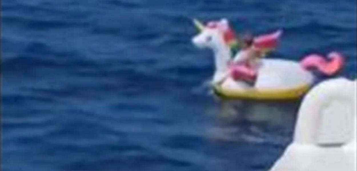 Criança é encontrada em alto mar em boia