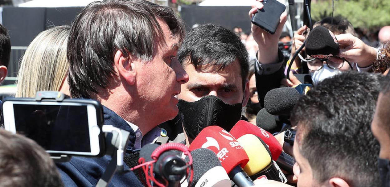 Bolsonaro xinga jornalista de otário