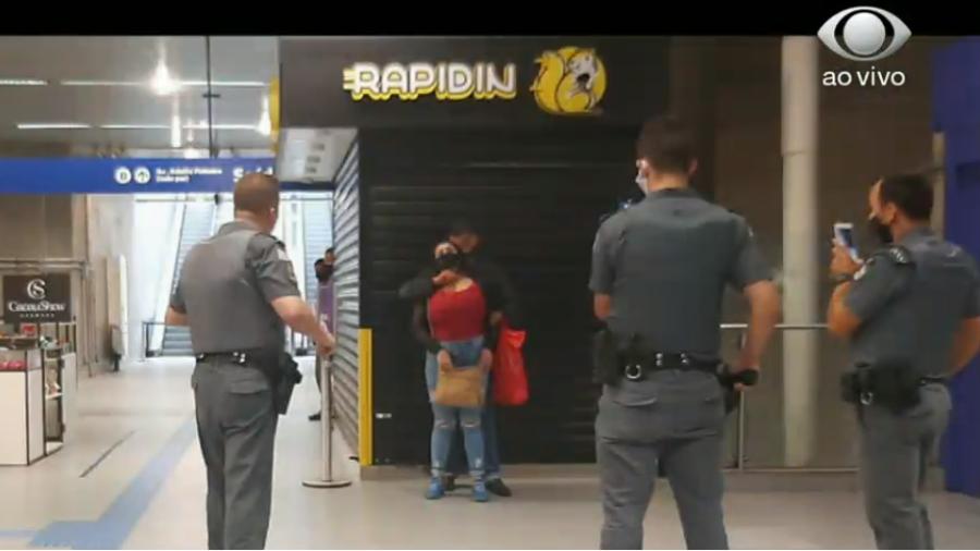 Mulher é refém em metrô de São Paulo