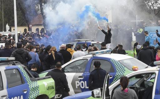 Protestos de policiais em frente à residência do presidente Alberto Fernández
