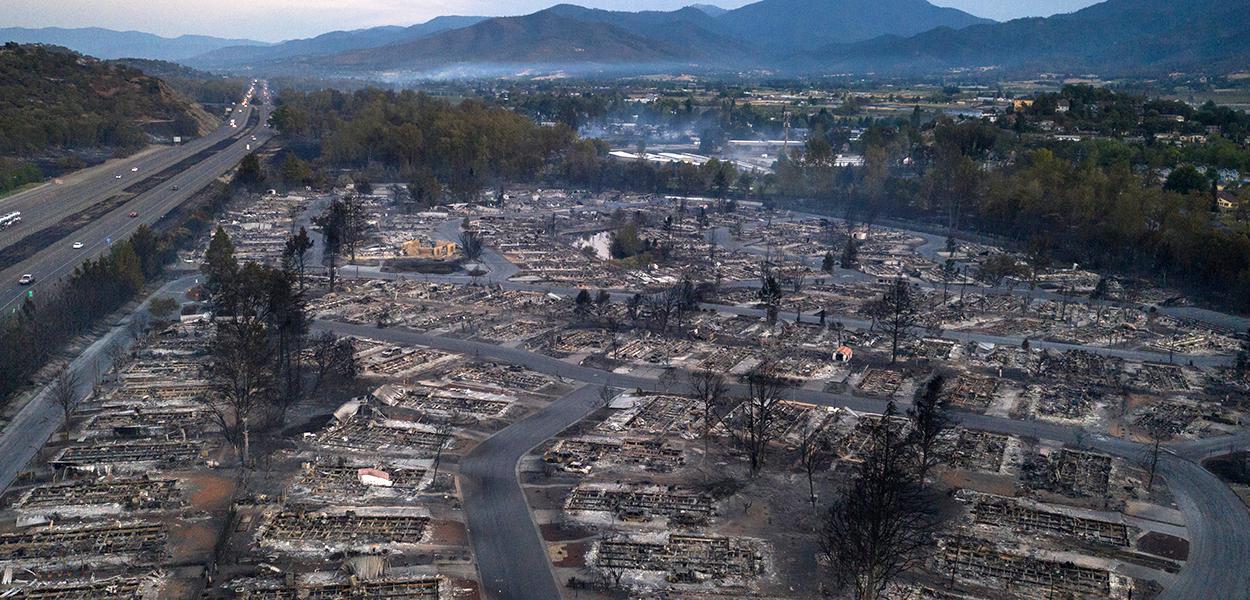 Região de Phoenix, Oregon, devastada pelo fogo