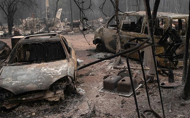 Incêndios florestais em Oregon forçam desocupação em massa, mudança do clima traz alguma esperança