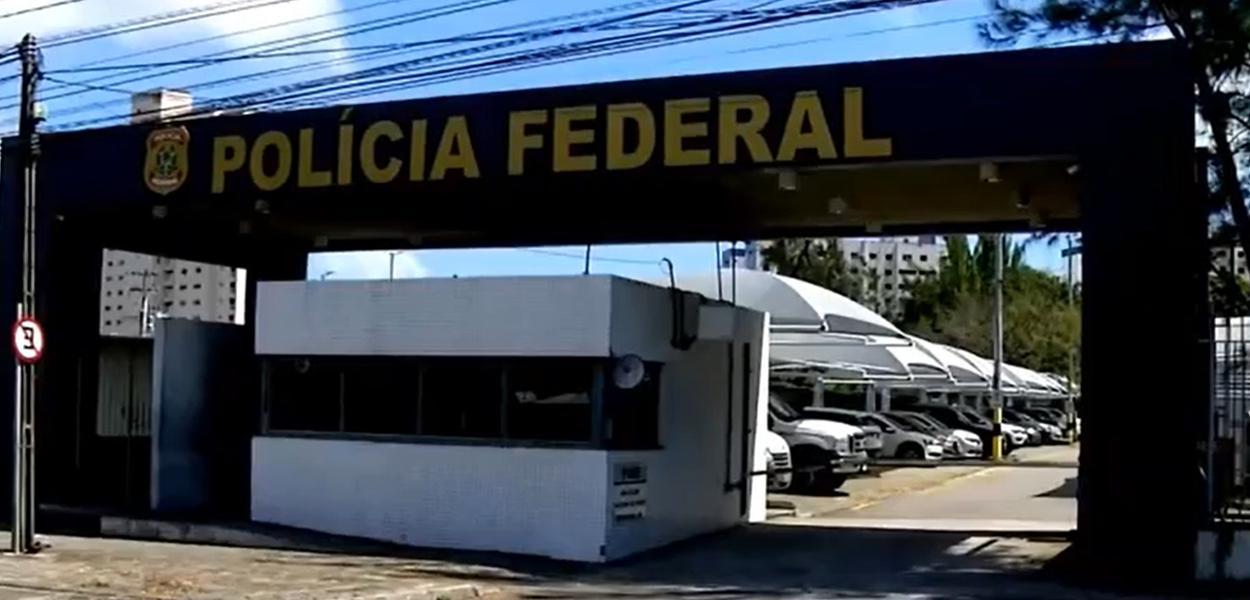 PF cumpre mandados contra suposta candidata laranja no Ceará