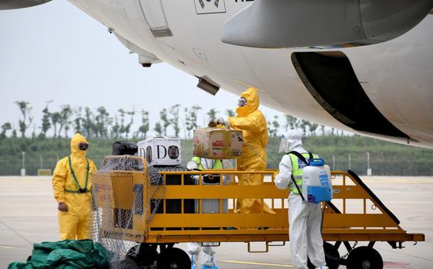 O primeiro voo internacional de passageiros pousa em Wuhan, cidade onde começou o surto de coronavírus