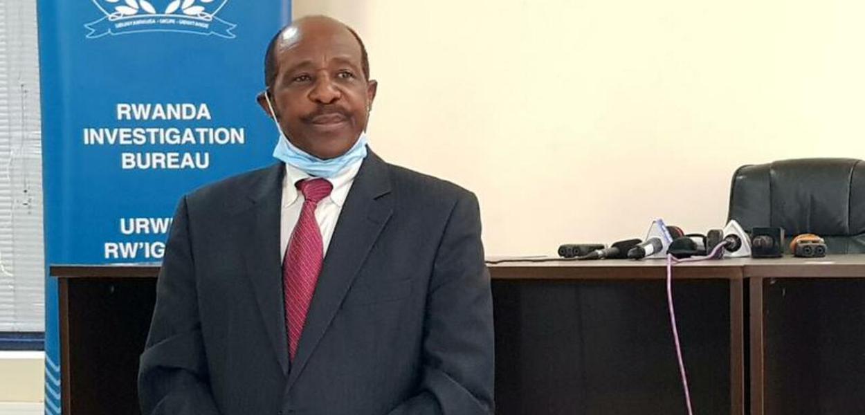 Paul Rusesabagina, detido, é fotografado no Birô de Investigações de Ruanda 31/08/2020