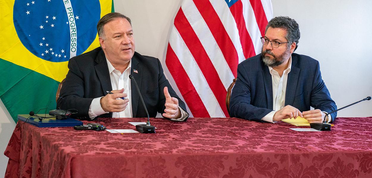 Mike Pompeo e Ernesto Araújo