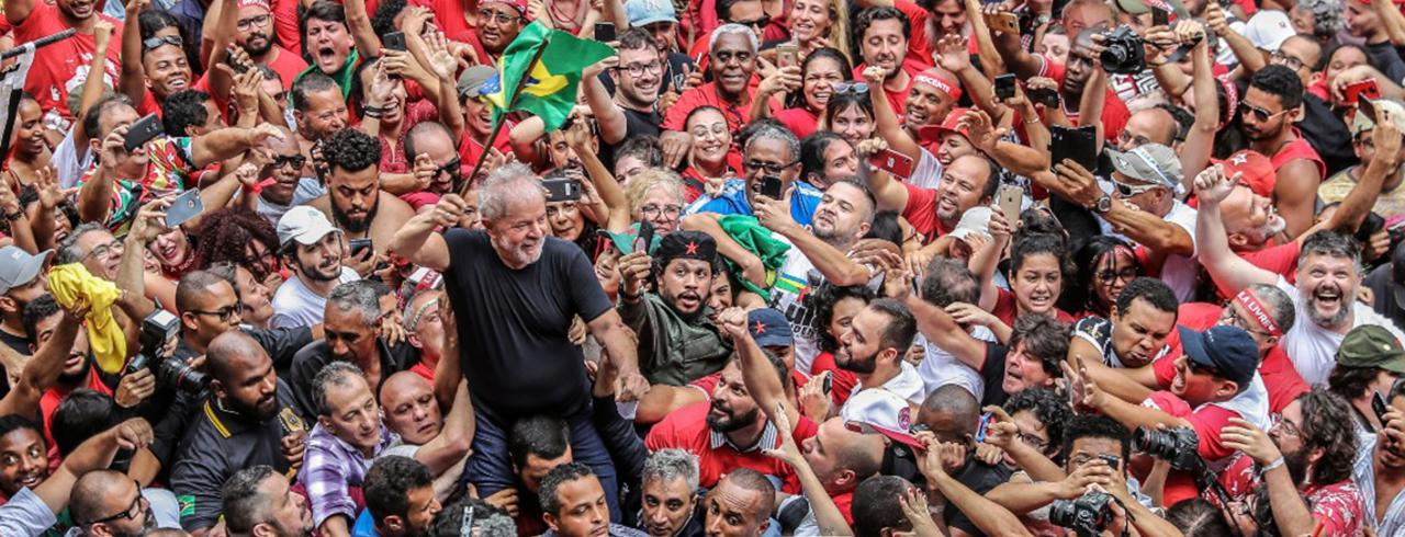 Lula no meio do povo