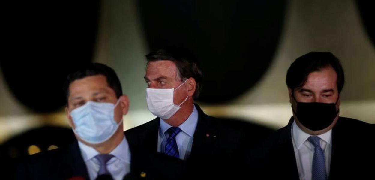 Presidente do Senado, Davi Alcolumbre, Bolsonaro e o presidente da Câmara, Rodrigo Maia 12/08/2020 REUTERS/Adriano Machado