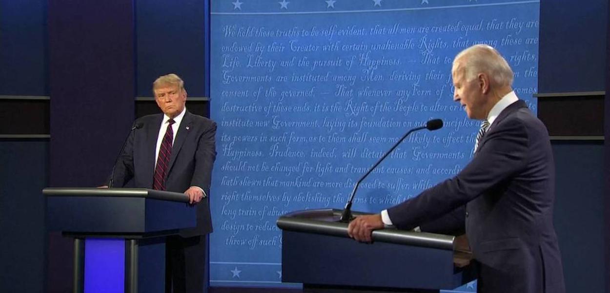 Donald Trump e Joe Biden durante debate em Cleveland