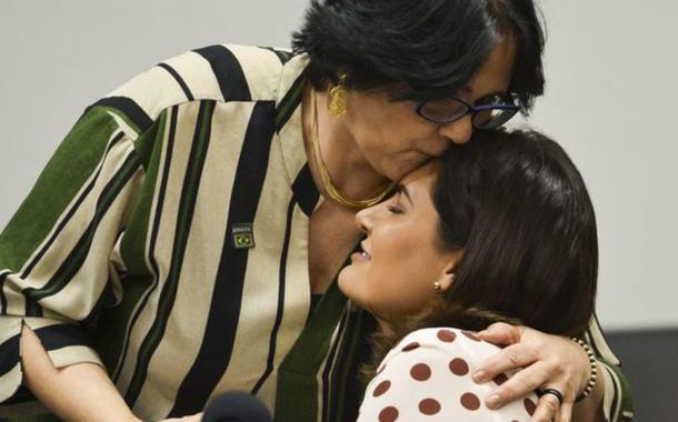 Michelle Bolsonaro, e a ministra da Mulher, Família e Direitos Humanos, Damares Alves