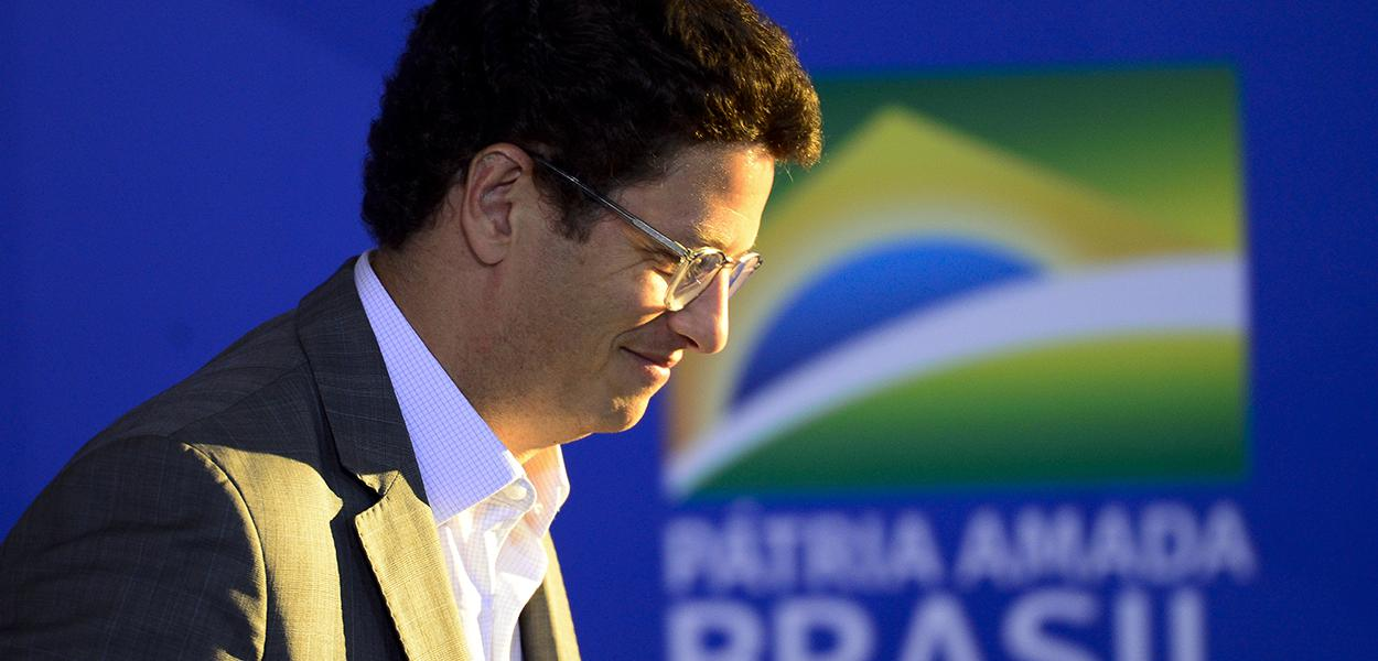 O ministro do Meio Ambiente, Ricardo Salles, durante cerimônia de sanção do projeto de lei (PL 1.095/2019) que aumenta pena para crimes de maus-tratos a animais.