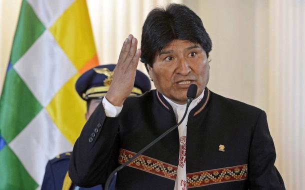 """O presidente da Bolívia, Evo Morales, disse neste sábado que """"todos os embaixadores"""" dos Estados Unidos são """"agentes da CIA"""", e voltou a acusar o país de ser parte de uma conspiração para evitar que ele possa disputar as eleições de 2019;""""Todos os embaixadores dos Estados Unidos para mim são agentes da CIA. É uma luta de ricos e pobres, é a luta capitalismo versus socialismo"""", ddisse Morales em entrevista coletiva na cidade de Cochabamba, no centro do país"""
