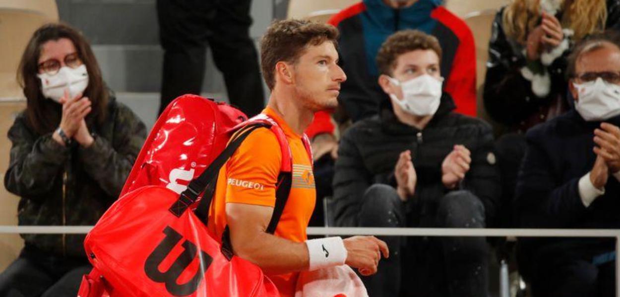 Pablo Carreño Busta deixa quadra em Roland Garros após ser eliminado por Novak Djokovic