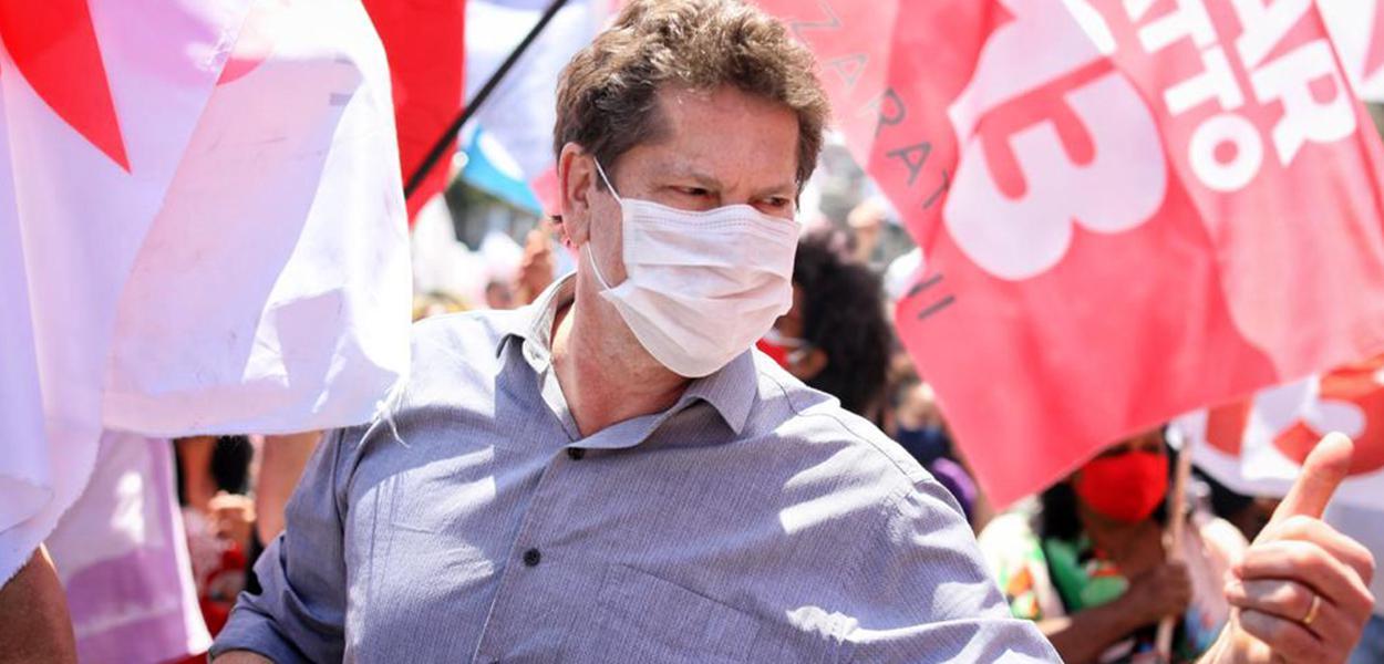 Jilmar Tatto (PT), candidato à prefeitura de São Paulo e seu vice, deputado federal Carlos Zarattini, fazem mini carreata pelo bairro de Elisa Maria. 11 de outubro de 2020