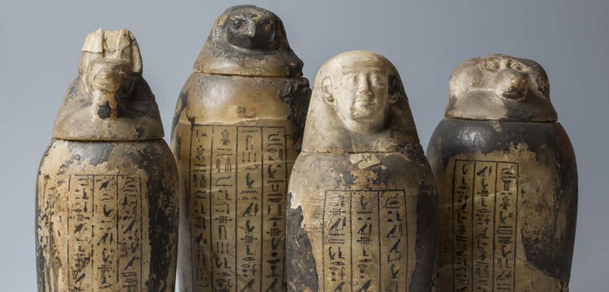 Esses são os vasos canópicos, onde eram guardados e preservados os órgãos internos no processo de mumificação
