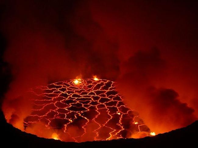 O lago de lava na cratera do Nyiragongo