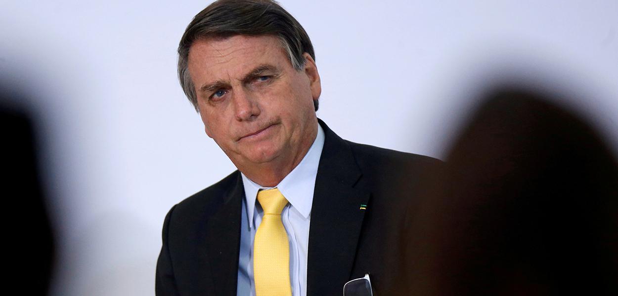Bolsonaro diz que brasileiros não serão cobaias e omite que compra de vacina chinesa viria após registro da Anvisa.