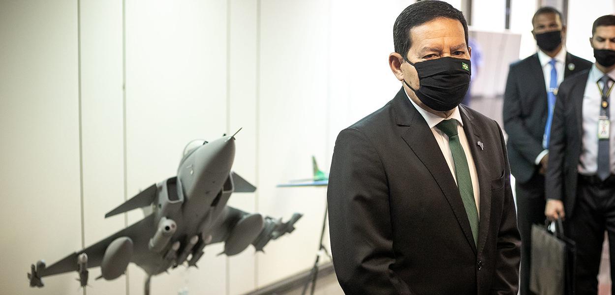 Vice-Presidente da República, Hamilton Mourão, durante visita à Exposição Semana da Asa. 21 de outubro de 2020