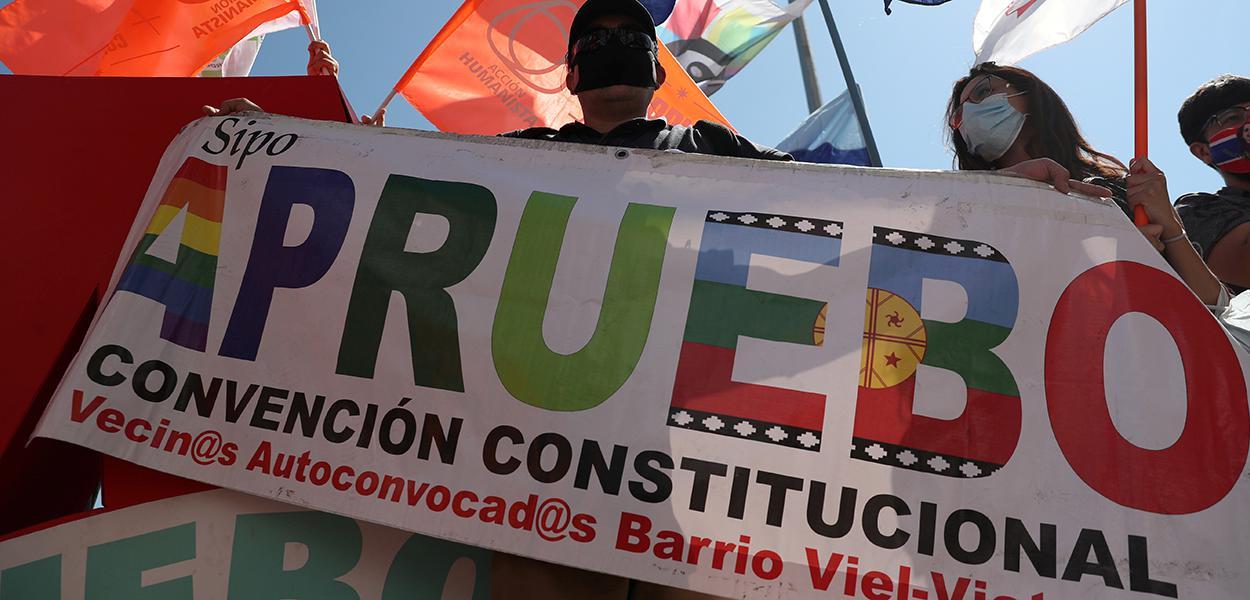 Manifestantes protestam em Santiago antes de referendo no Chile. 22/10/2020
