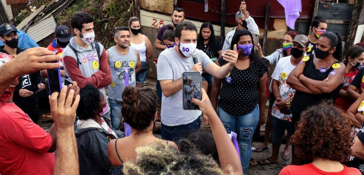 Guilherme Boulos (PSOL), candidato à prefeitura de São Paulo, durante campanha na ocupação Viva Julieta, Zona Norte de SP. 26 de outubro de 2020