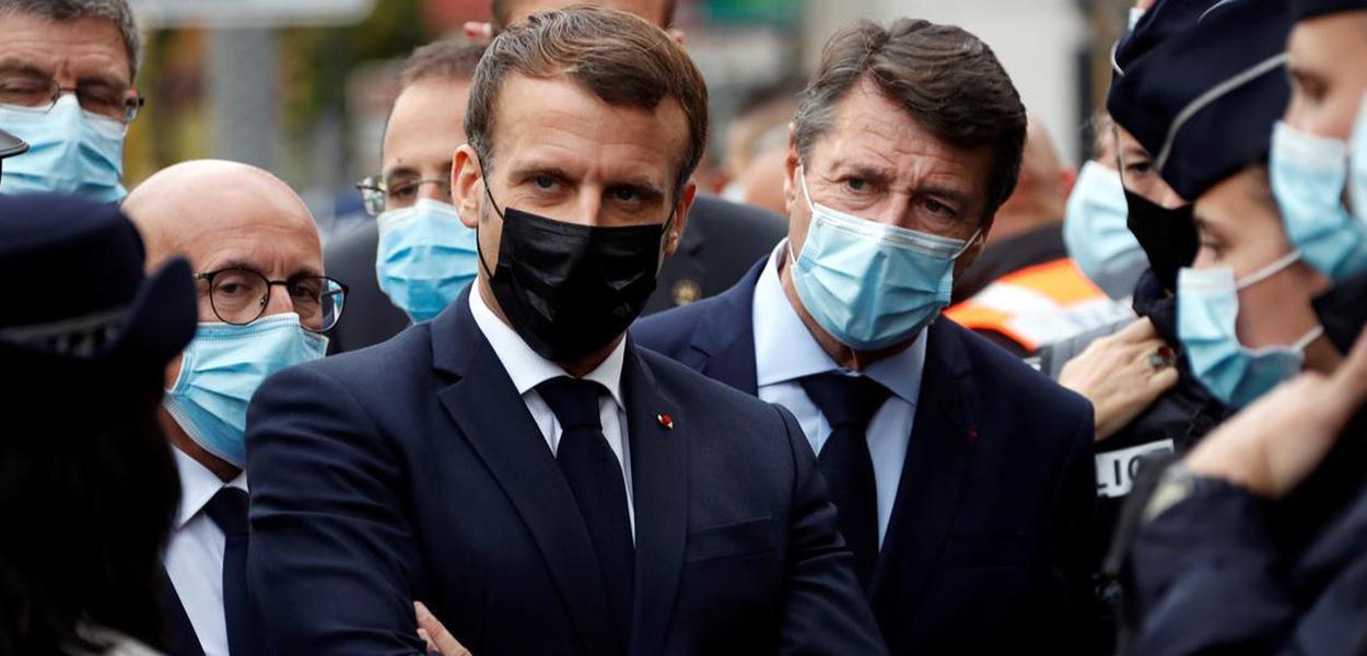 Emmanuel Macron e o prefeito de Nice Christian Estrosi