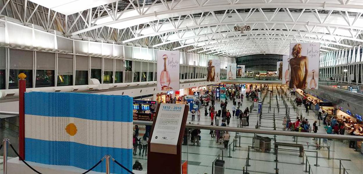 O Aeroporto Internacional Ministro Pistarini,  conhecido por Aeroporto Internacional de Ezeiza