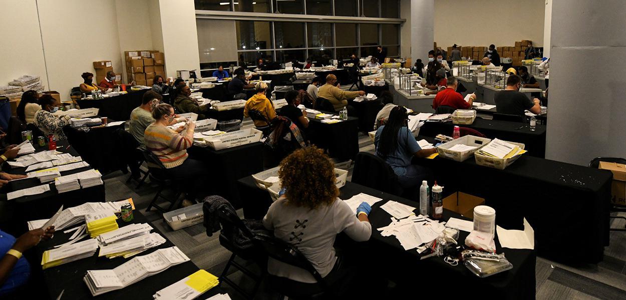 Contagem de votos da eleição de 2020 em Atlanta, no estado da Geórgia.