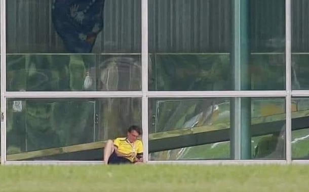 Jair Bolsonaro sozinho no Palácio do Alvorada