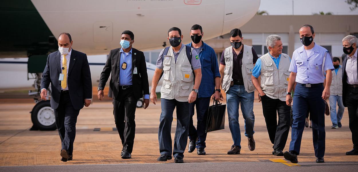 Hamilton Mourão durante Partida de Brasília para Manaus