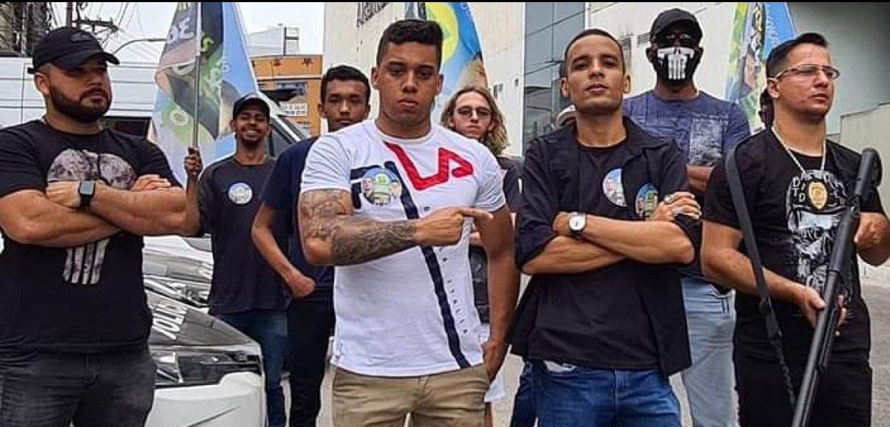 Gabriel Monteiro, candidato a vereador, com escolta.