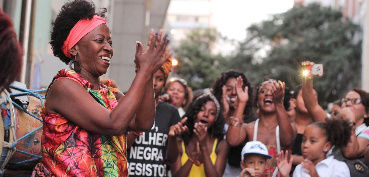 Mulheres negras marcham contra o racismo e a violência em Brasília