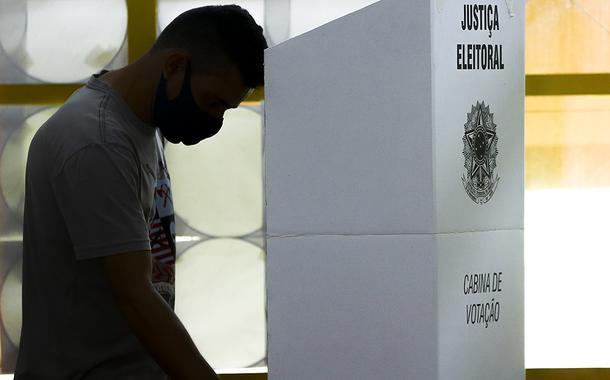 Eleitores vão ás urnas para as eleições municipais 2020.