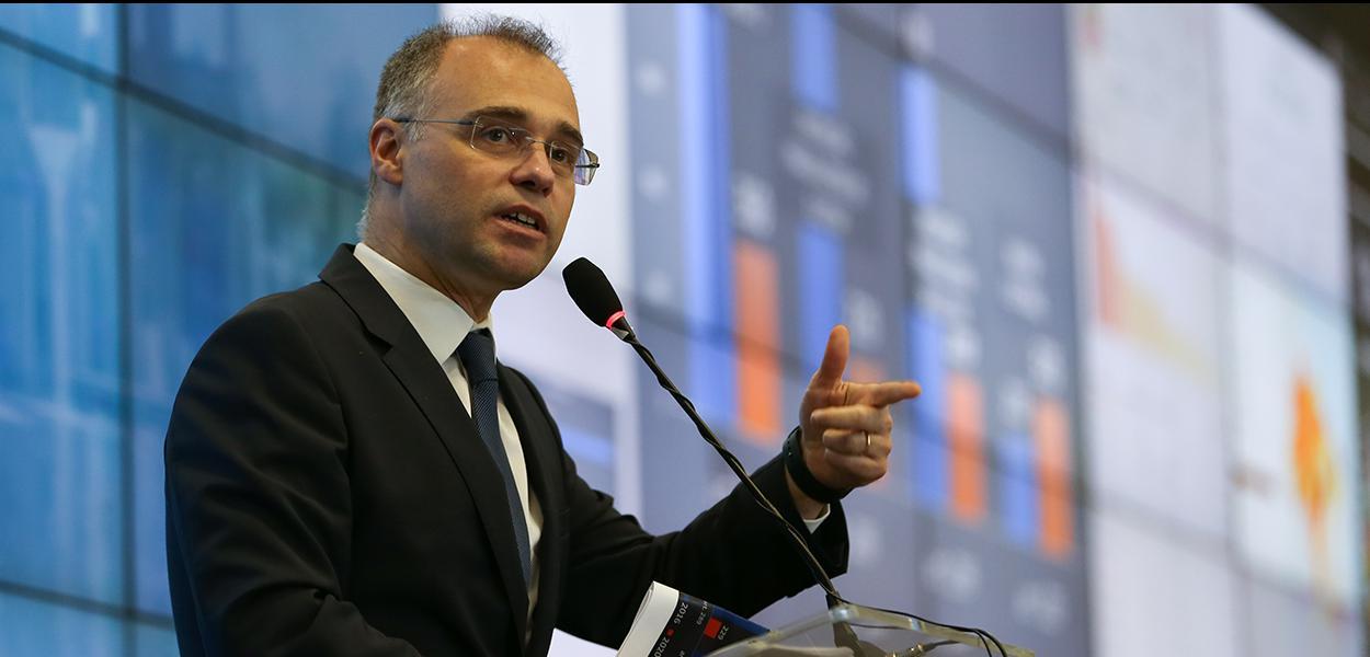 Ministro da Justiça, André Mendonca, fala à imprensa no Centro Integrado de Comando e Controle (CICN). 15/11/2020