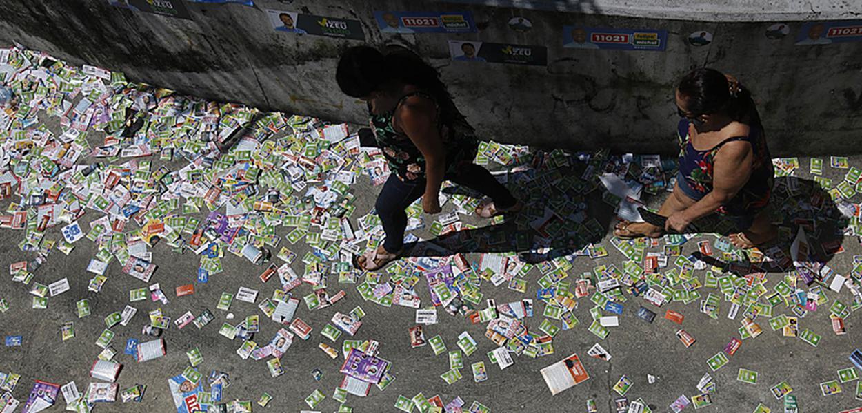 Moradores da Rocinha votam nas seções eleitorais