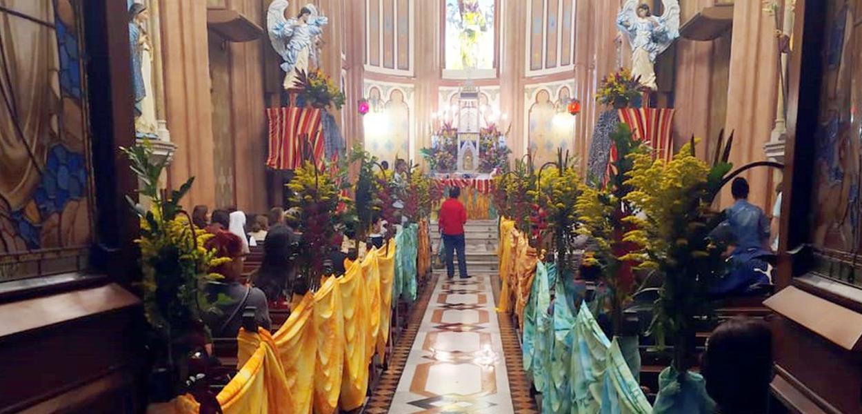 Fotografia da decoração na igreja em novembro de 2019