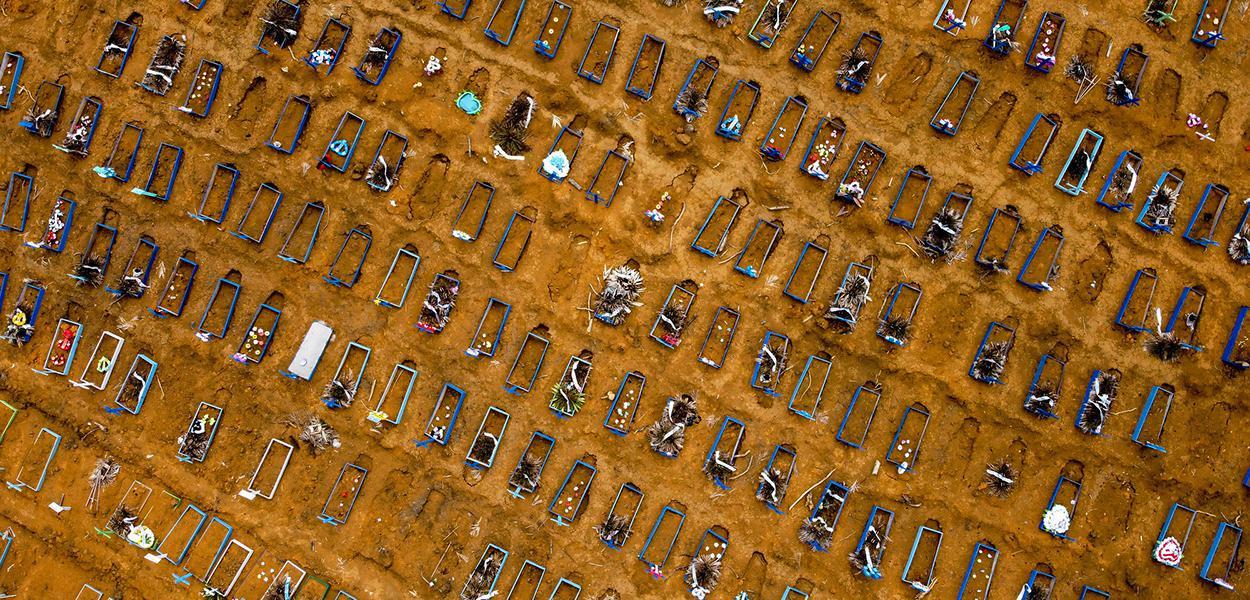 Sepultamentos no Cemitério Nossa Senhora Aparecida em Manaus. Causado pela Pandemia do Covid-19