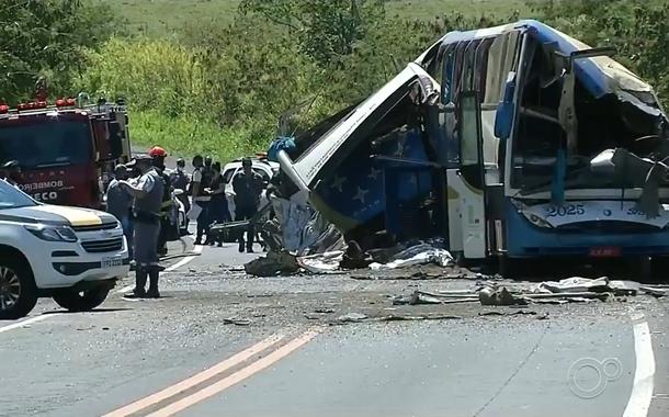 Acidente em Taguaí (SP) deixa mais de 40 mortos