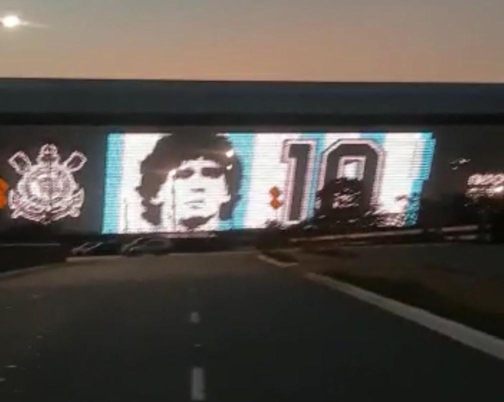 Homenagem a Maradona em telão da NeoQuímica Arena