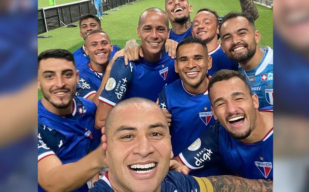 Wellington Paulista comemora o centésimo gol com selfie
