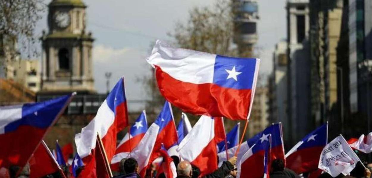 O povo chileno foi às ruas em manifestações democráticas e conquistou a  Convenção Constituinte