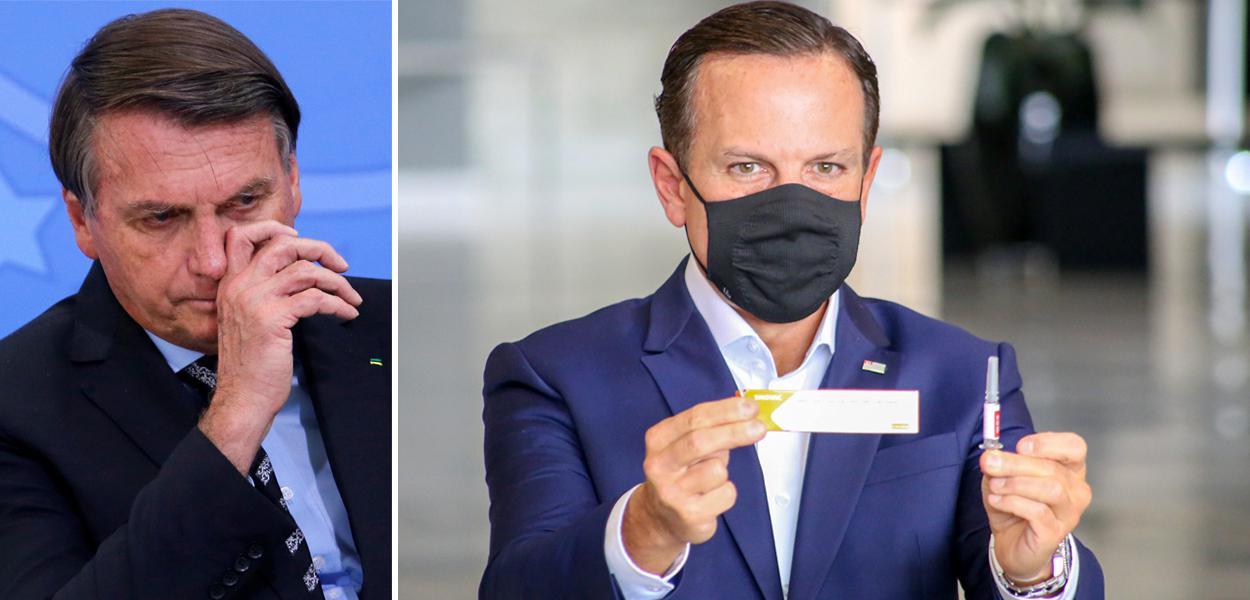 Jair Bolsonaro e Doria segurando a vacina CoronaVac