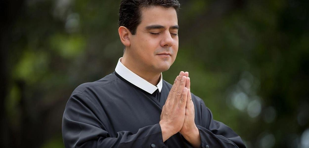padre Robson de Oliveira Pereira